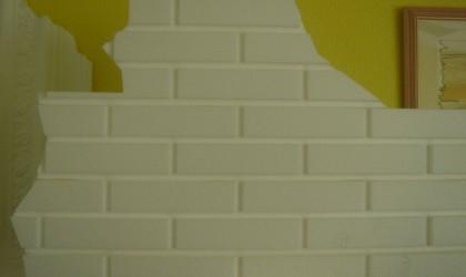 Polystyrene wall